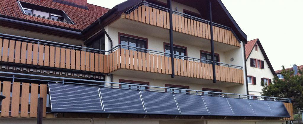 Referenz RIHM-Solar & Gebäudetechnik. Kollektoren am Balkon